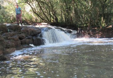 Cascata-do-Itaquarinchim-localizada-no-Rincão-dos-Gabriel-Copy-360x250.jpg