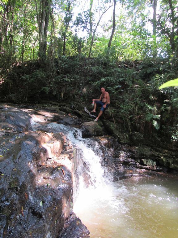 Queda d'água formada pelo riacho existente na zona urbana de Santo Ângelo, entre os bairros DItz e DIdo - Foto Marcos Demeneghi