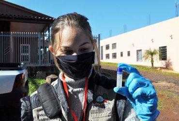 Ações-contra-a-dengue-estão-sendo-realizadas-em-todos-os-bairros-foto-Rodrigo-Bergsleithner-1-Copy-370x250.jpg