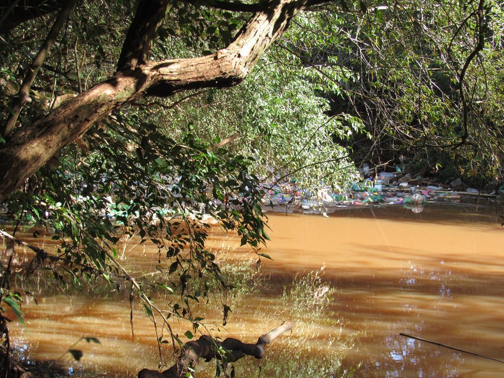 Poluição no Rio São João em Santo Ângelo