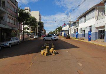 Rua-Antônio-Manoel-Retirada-das-árvores-para-modificação-de-sentido-do-trânsito-2-Copy-360x250.jpg