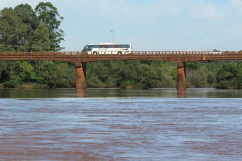 Ponte sob o Rio Ijuí entre os municípios de Santo Ângelo e Entre-Ijuís - Foto: Marcos Demeneghi