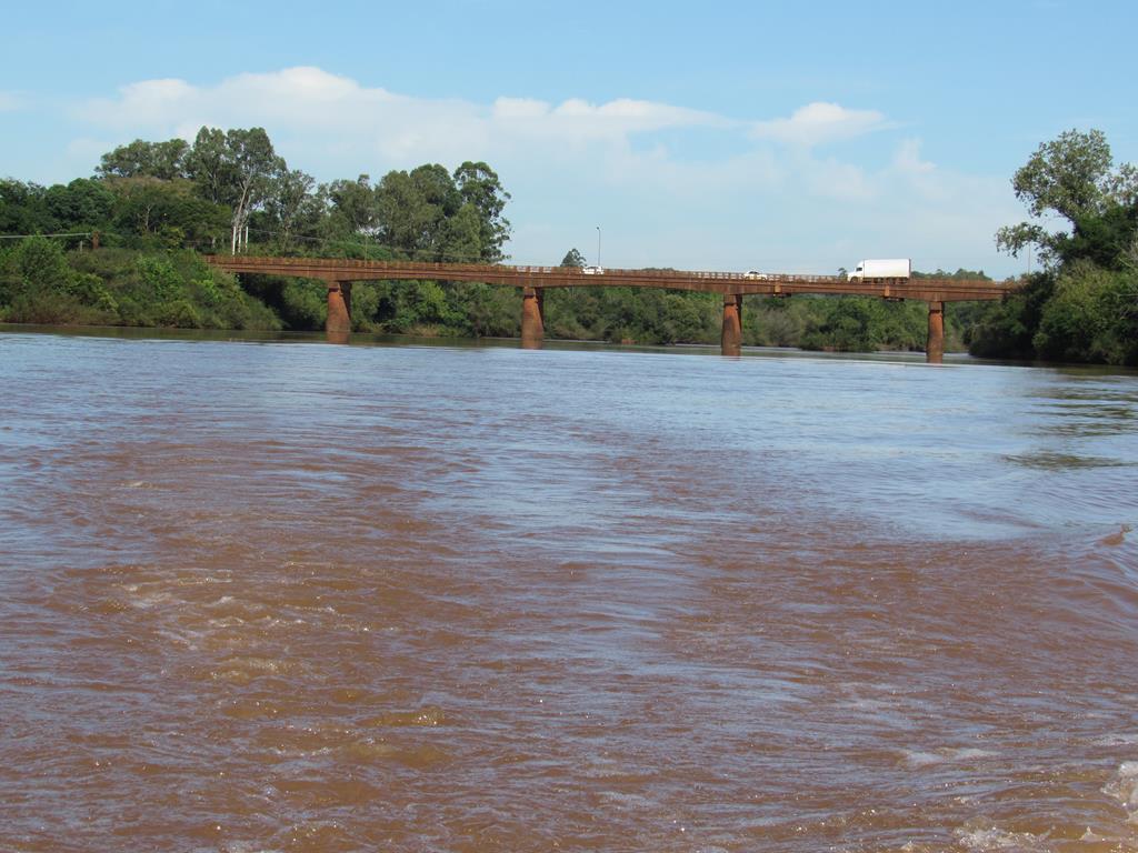 Ponte sob o Rio Ijuí - Divisa de Santo Ângelo e Entre-Ijuís - Foto Marcos Demeneghi