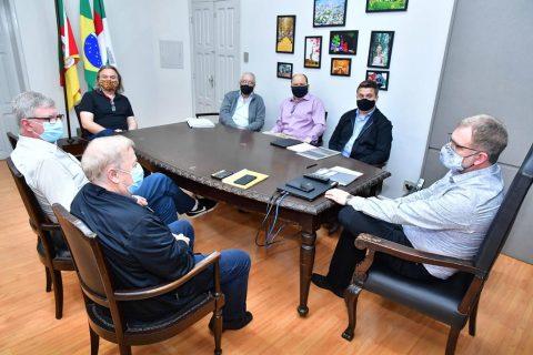 Diretores do grupo Fricke no gabinete do Prefeito  - Foto: Fernando Gomes