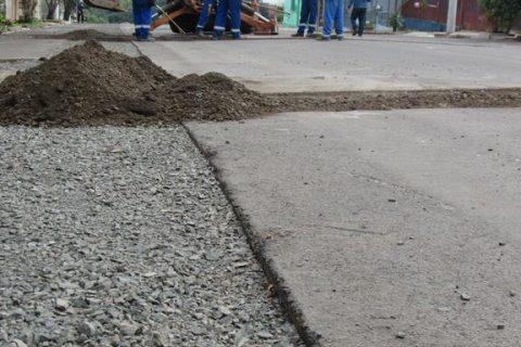 Obra de repavimentação na Rua Independência - Foto: Marcos Demeneghi