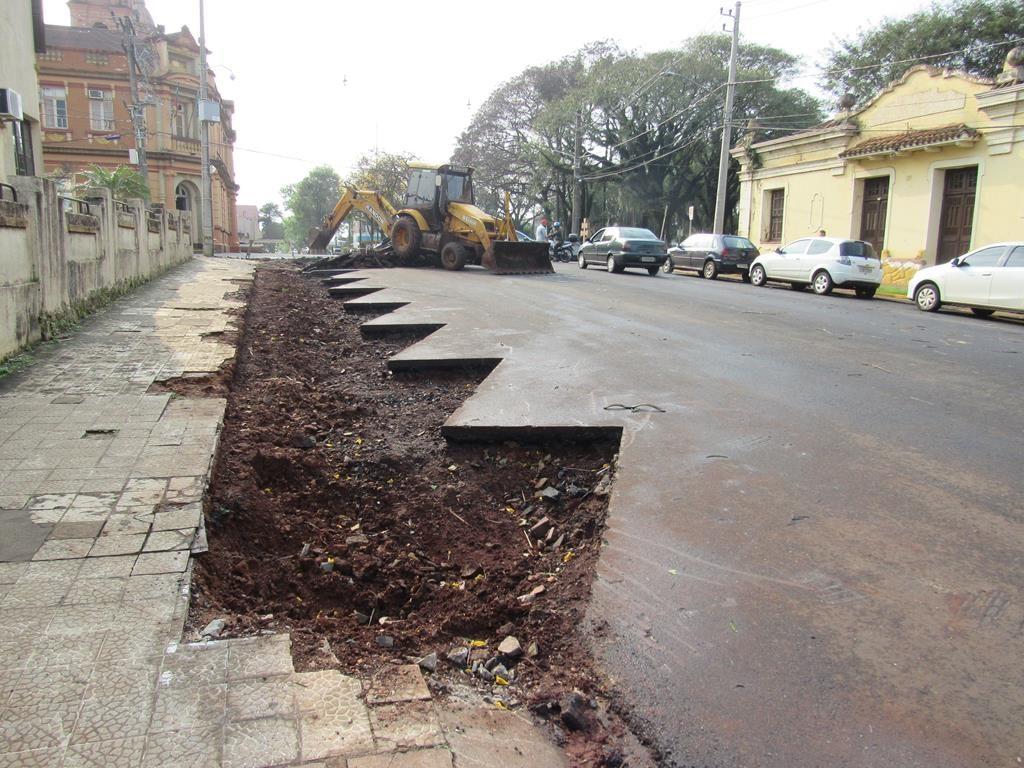 Rua Antônio Manoel em processo de construção do estacionamento - Foto: Marcos Demeneghi