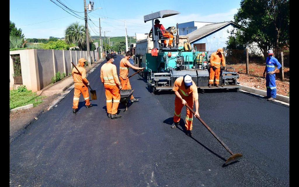 Trabalho de asfaltamento na Rua Padoim - Foto Fernando Gomes (Copy)