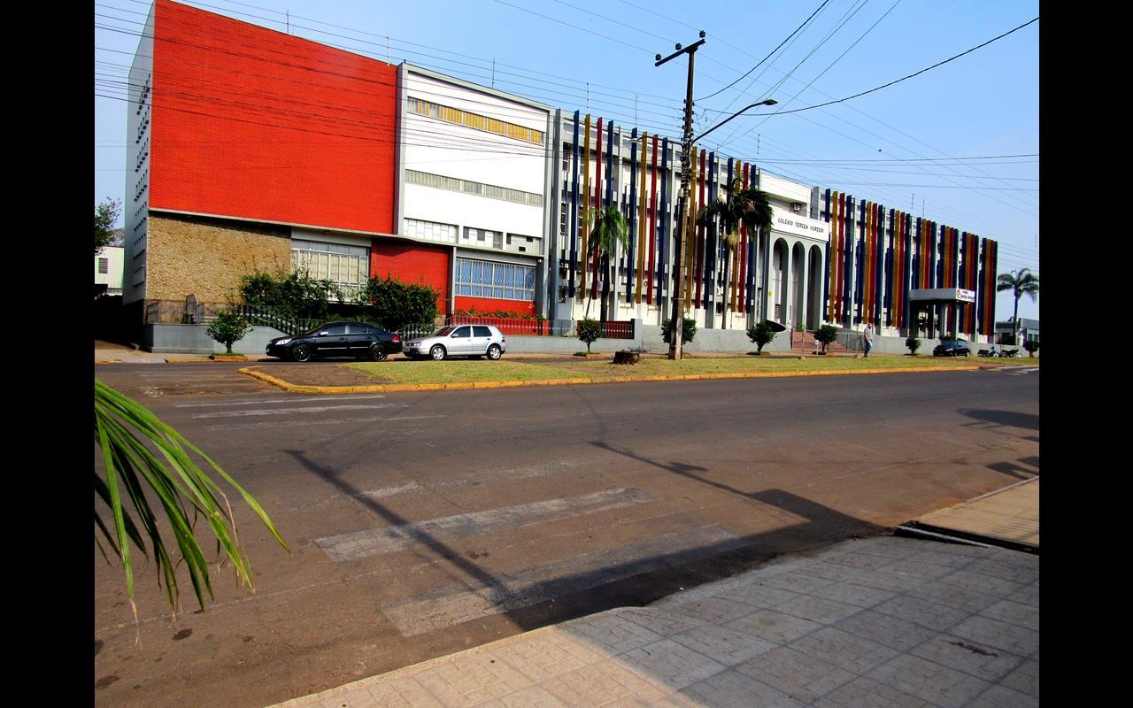 Faixa de Travessia de Pedestre desativada em frente ao Colégio Teresa Verzeri - Foto Marcos Demeneghi