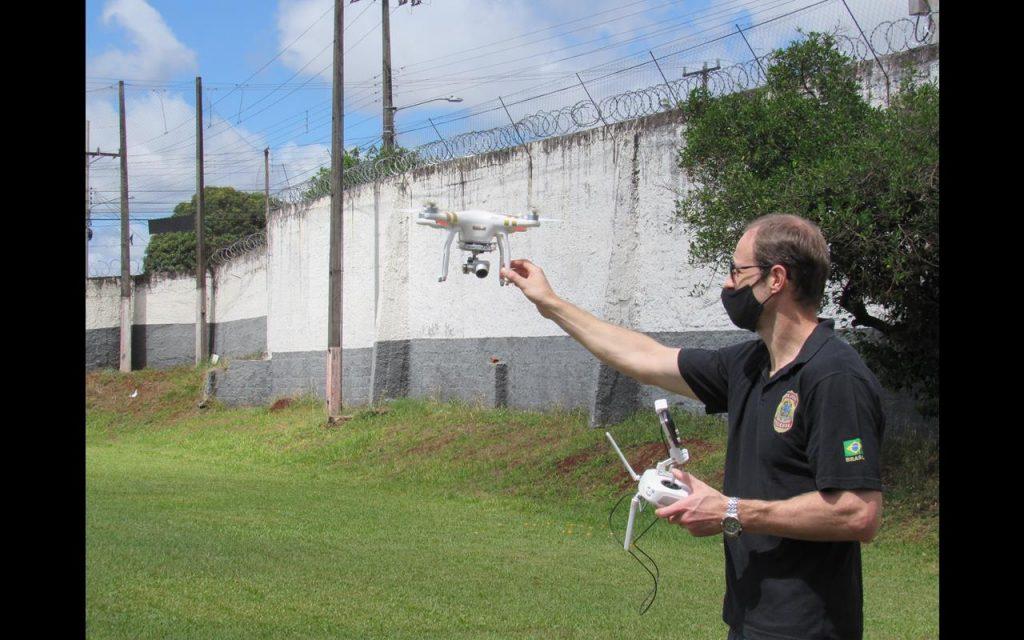 Policial Federal simula e faz testes de fiscalização com o auxílio de Drone na Delegacia de Santo Ângelo