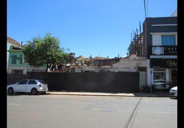 Hotel-Brasil-tem-a-fachada-derrubada-6-Copy-360x250.jpg