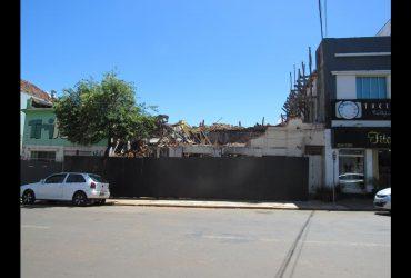 Hotel-Brasil-tem-a-fachada-derrubada-6-Copy-370x250.jpg