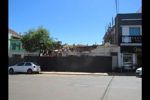 Escombros do Hotel Brasil localizado na Rua Marechal Floriano em Santo Ângelo - Foto: Marcos Demeneghi