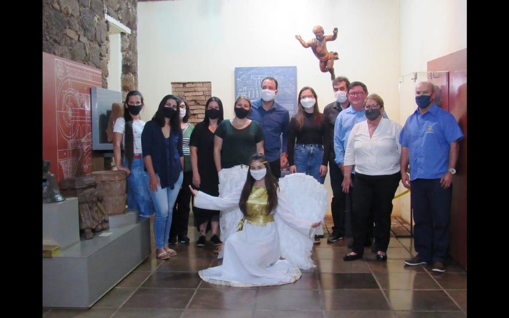 Equipe da Secretaria de Cultura e do Museu Municipal José Olavo Machado junto ao Professor Dr. Édison Hüttner