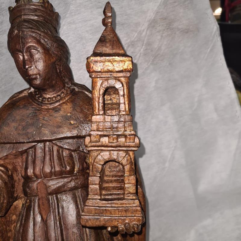 Escultura jesuítico-Guarani com mais de trezentos anos passou por restauração estética na PUC/RS. Representação de Santa Bárbara - Foto: Edison Hüttener