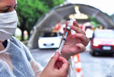 5-i-Vacinação-no-sistema-Drive-Thru-foto-fernando-gomes-Copy-370x250.jpg