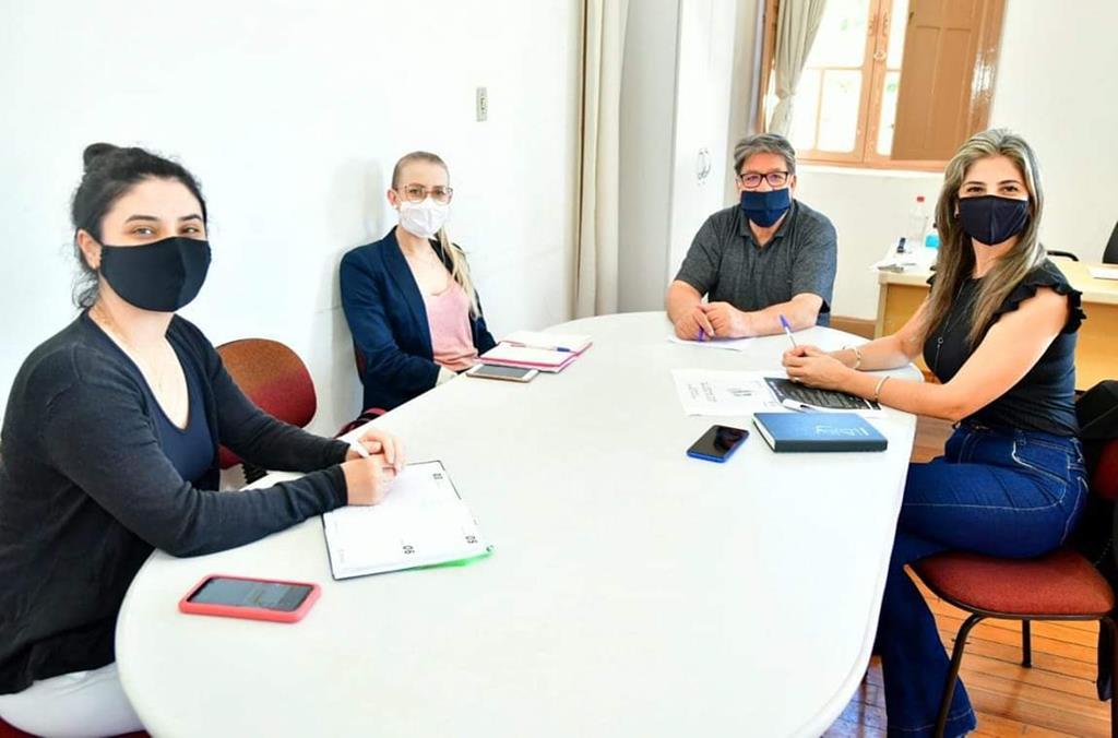 Marjorie Machado, Letícia Sangaletti,  Hélio Costa e Simone Lunkes