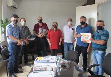 Organizadores-da-FEAAGRI-Missões-visitam-assessoria-de-Onix-Lorenzoni-10-Copy-360x250.jpg