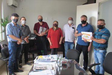 Organizadores-da-FEAAGRI-Missões-visitam-assessoria-de-Onix-Lorenzoni-10-Copy-370x250.jpg