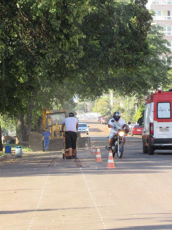 Complementação da rede esgoto na rua Florêncio de Adreu  - Foto: Marcos Demeneghi