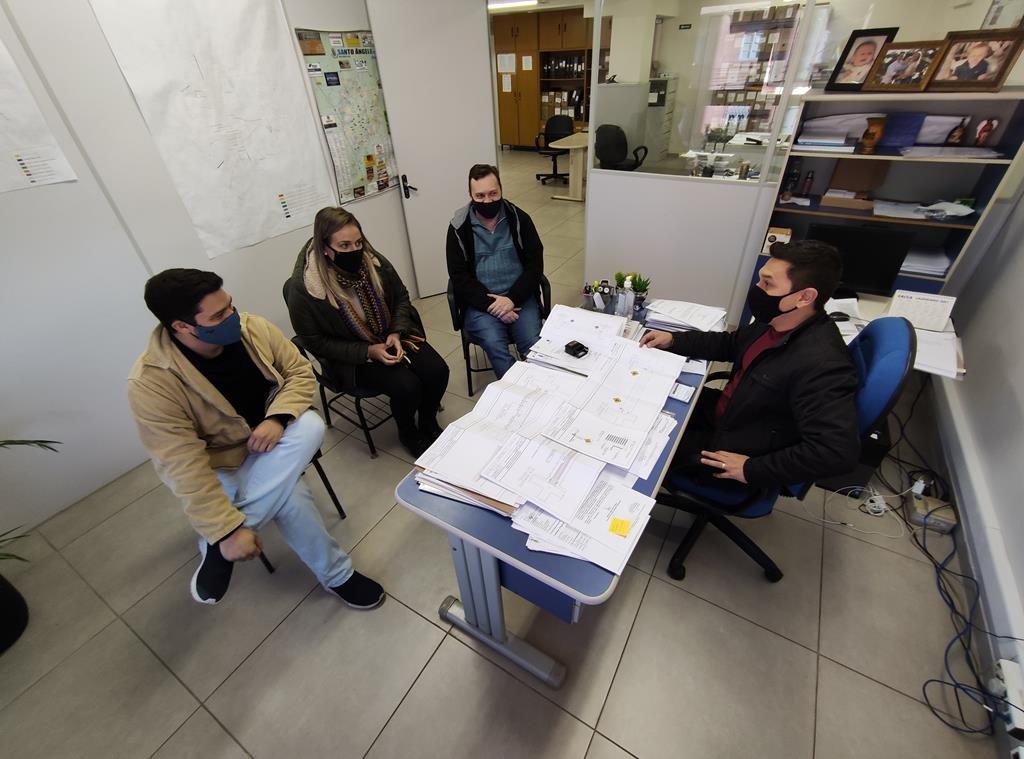 Faylo Thomas, Stephanie Anesi de Oliveira, Tunian Müller e Vinícius Makvitz (Secretaria do Planejamento Urbano)