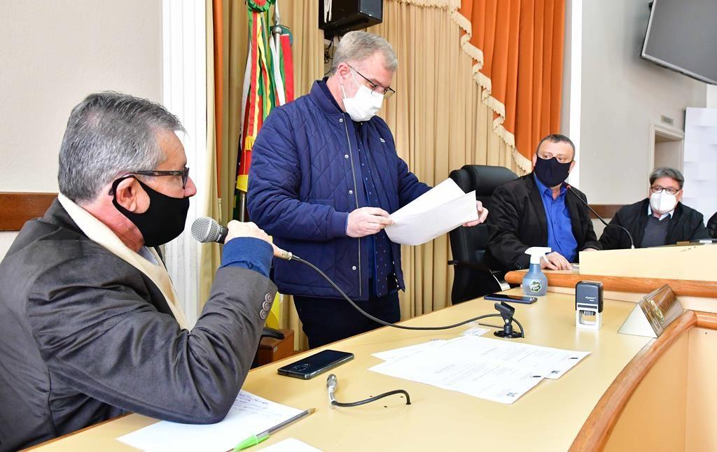 Audiência na Câmara de Vereadores sobre a situação do atendimento do IPE na agência de Santo Ângelo - Foto : Fernando Gomes