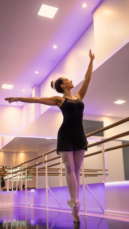 Bailarina Laura Vitória Wobeto Basso