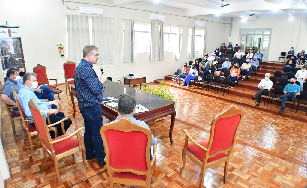 Foto - Fernando Gomes - Jacques Barbosa fala na reunião do DETUR
