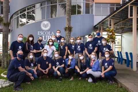 Na foto, o diretor Cristiano Weber e professores na Escola de Educação Básica da URI Santo Ângelo.
